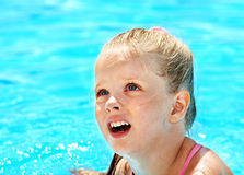 armbands κολύμβηση λιμνών παιδιών Στοκ φωτογραφία με δικαίωμα ελεύθερης χρήσης
