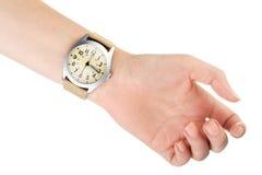 Armbandsur på kvinnahanden Arkivbild