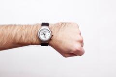 Armbanduhr auf einem Handgelenk Stockbild