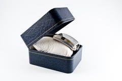 Armbanduhr in einer eleganten Geschenkbox Lizenzfreies Stockfoto