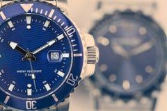 Armbanduhren mit einem Retro- Effekt stockfotos