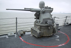 Arme à feu à chaînes de MK-38 25mm à bord du destroyer de missile guidé USS McFaul pendant la semaine 2014 de flotte Photographie stock