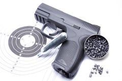 Arme à feu d'air comprimé qui tire des granules pour la pratique en matière de sports photos libres de droits