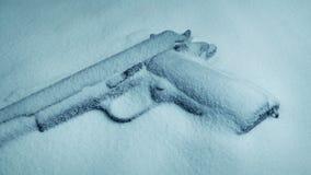 Arme à feu dans le tir en mouvement de neige