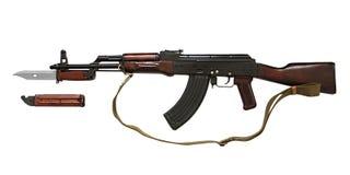Arme à feu de la kalachnikov AK avec le couteau tactique des forces spéciales d'isolement sur le fond blanc photo stock