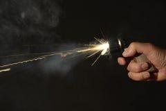 Arme à feu de main étant mise le feu Photo libre de droits