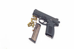 Arme à feu et munitions d'isolement sur le blanc Photographie stock