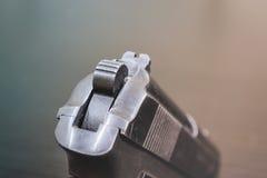 Arme à feu noire en métal d'arme d'armée Images libres de droits