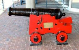 Arme à feu rouge et noire de boulet de canon Photographie stock