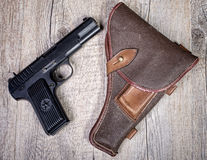 Arme à feu soviétique avec l'étui photographie stock libre de droits