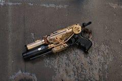 Arme de Steampunk d'or Photo libre de droits
