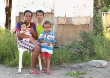 Arme Familie stockbild