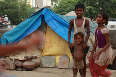 Arme Kinder, die von Neu-Delhi Indien spielen Lizenzfreie Stockfotos