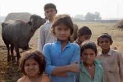 Arme Kinder in landwirtschaftlichem Indien Lizenzfreie Stockbilder