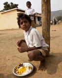 Arme Kinder in landwirtschaftlichem Indien Stockbild