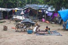 Arme Leute, die im Elendsviertel leben Lizenzfreies Stockfoto