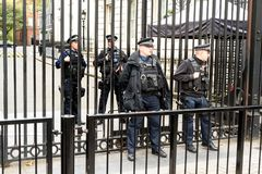 Armed Police Outside 10 Downing Street London Stock Image