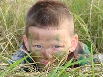 Armeejunge camoflauged Stockfoto