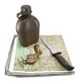 Armeekantine, ein Messer und ein Kompaß sind auf der Karte Stockbilder