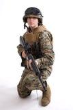 Armeemädchen mit Sturzhelm Stockbild