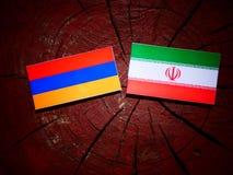 Armeense vlag met Iraanse vlag op een geïsoleerde boomstomp Stock Fotografie