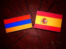 Armeense vlag met Spaanse vlag op een boomstomp Royalty-vrije Stock Foto