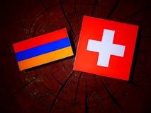 Armeense vlag met Zwitserse vlag op een geïsoleerde boomstomp Royalty-vrije Stock Foto