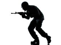 Armeesoldatmann auf Angriff Lizenzfreies Stockbild