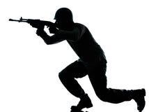 Armeesoldatmann auf Angriffsschattenbild Lizenzfreies Stockfoto