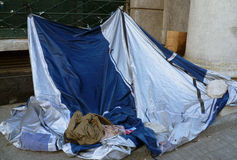 Armen auf der Straße stockfoto