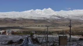 armenia El pueblo y la montaña de Aragats imagen de archivo