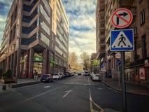Armenia Erev?n, avenida septentrional, el 31 de marzo de 2018 Cielo dram?tico imagen de archivo