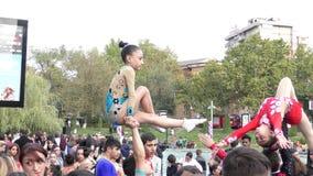 Armenien, Acrobates in Eriwan stockfotos
