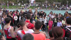 Armenien, Acrobates in Eriwan stock video