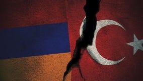 Armenien gegen die Türkei-Flaggen auf gebrochener Wand Stockfoto