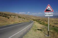 Armenien-Verkehrsschild 6 Prozent abwärts lizenzfreies stockfoto