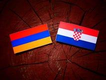 Armenisk flagga med den kroatiska flaggan på en isolerad trädstubbe Fotografering för Bildbyråer