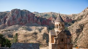 Armenisk kloster mellan bergen Royaltyfri Foto