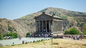 Armenisk kloster mellan bergen i Armenien Arkivfoton