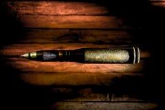 Armes, cartouche sur le fond en bois photo stock