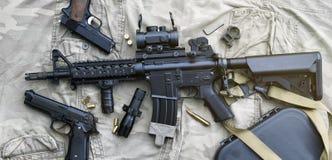 Armes et équipement militaire pour l'armée, arme à feu M4A1 de fusil d'assaut Photo libre de droits