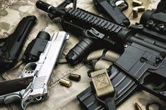 Armes et équipement militaire pour l'armée, arme à feu M4A1 de fusil d'assaut Photos stock