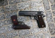 Armi da fuoco come un puledro o pistola Makarov, capace dell'uccisione Immagini Stock Libere da Diritti