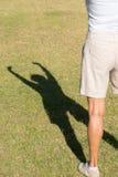 Armi della siluetta dell'ombra sulla donna di successo Immagine Stock