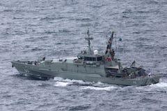 Armidale-klassepatrouillenboot HMAS Broome ACPB 90 der k?niglichen australischen Marine in Sydney Harbor stockbilder