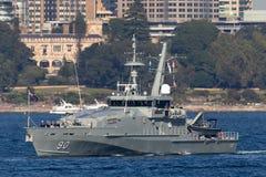 Armidale-klassepatrouillenboot HMAS Broome ACPB 90 der k?niglichen australischen Marine in Sydney Harbor stockbild