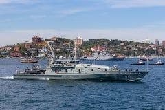 Armidale-klassepatrouillenboot HMAS Broome ACPB 90 der k?niglichen australischen Marine in Sydney Harbor lizenzfreie stockfotos