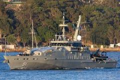 Armidale-klassepatrouillenboot HMAS Bundaberg ACPB 91 der k?niglichen australischen Marine in Sydney Harbor stockfotos