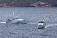 Armidale-klassepatrouillenboote HMAS Broome ACPB 90 und HMAS Bundaberg ACPB 91 der k?niglichen australischen Marine lizenzfreie stockfotos