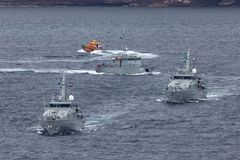 Armidale-klassepatrouillenboote HMAS Broome ACPB 90 und HMAS Bundaberg ACPB 91 der k?niglichen australischen Marine stockfotografie